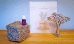 Lavendel ätherisches Öl von Young Living auf einem Stein